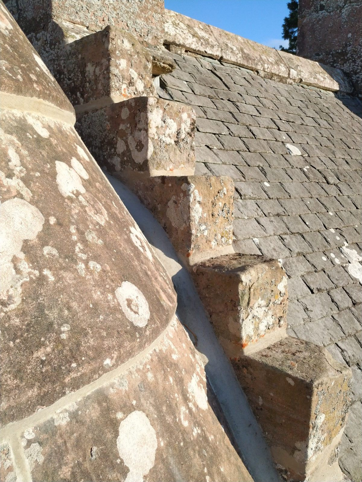 highland_castle_turret_lime_pointing03