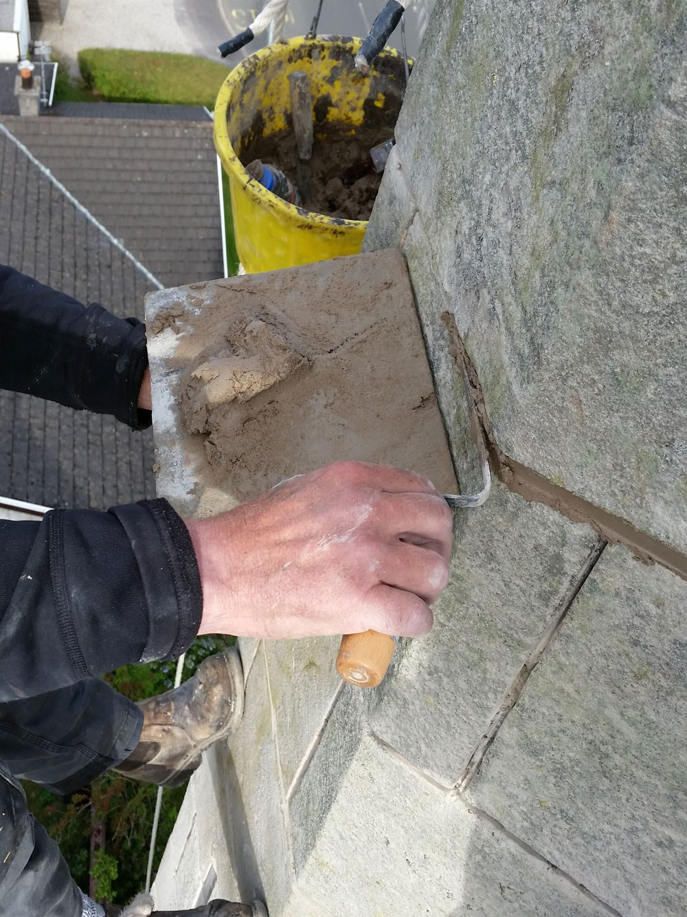 Pointing hydraulic lime mortar into the masonry beds and joints